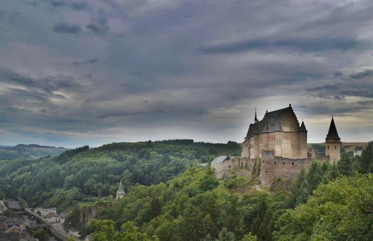 castle-1246628_1280.jpg